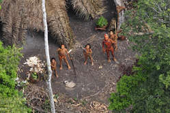 Integrantes de tribo indígena que vivem na Amazônia. Foto: G. Miranda/ FUNAI/ Survival/ Divulgação.