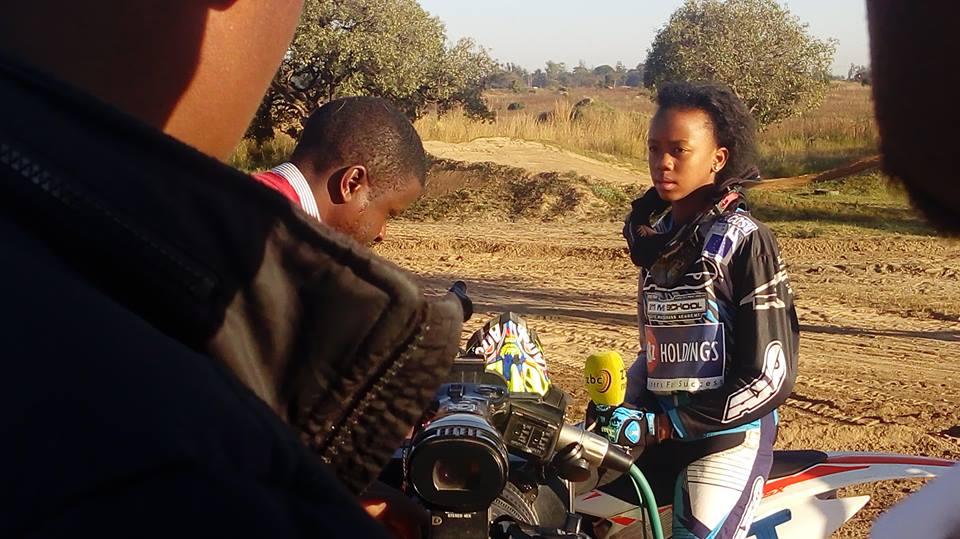 Tanya Muzinda, atleta mirim de motocross