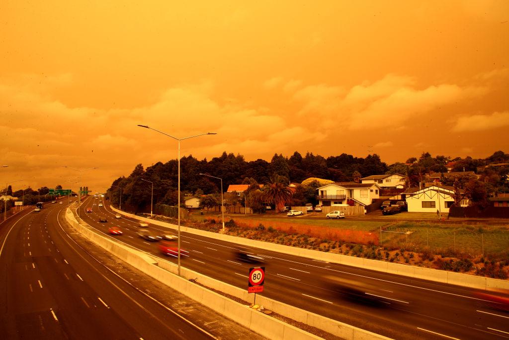 Em janeiro a fumaça dos incêndios da Austrália chegou em Auckland, na Nova Zelândia. Foto: Phil Walter/Getty Images