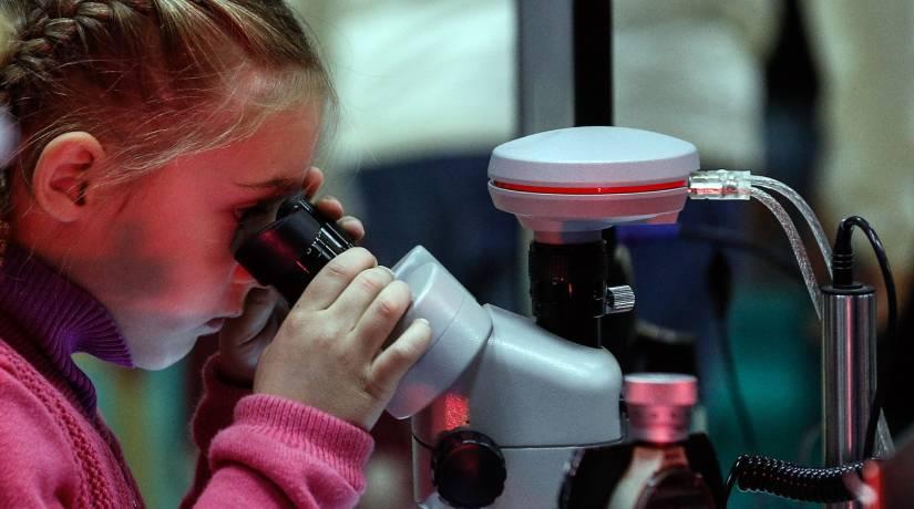 A programação conta com atividades como palestras com mulheres cientistas e visitas a museus. Foto: Alexander Shcherbak\TASS via Getty Images